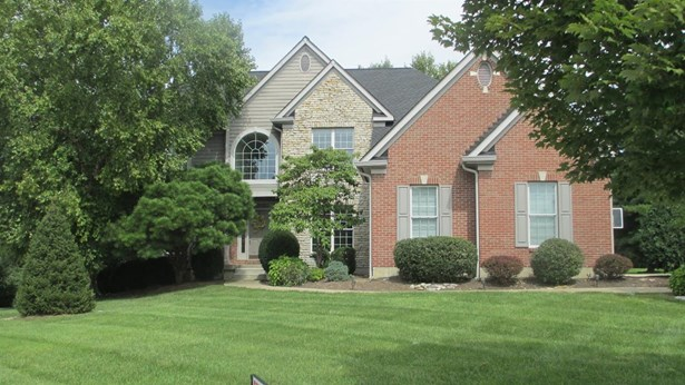 Transitional, Single Family Residence - Blue Ash, OH