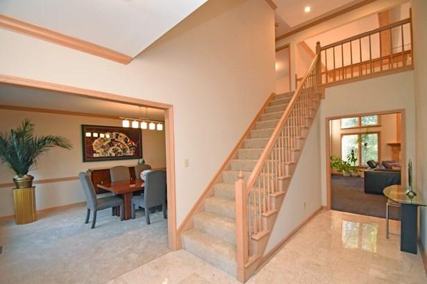 Transitional,Tudor, Single Family Residence - Symmes Twp, OH (photo 2)