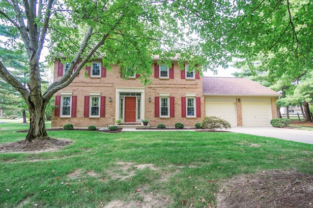 Single Family Residence, Colonial - Miami Twp, OH