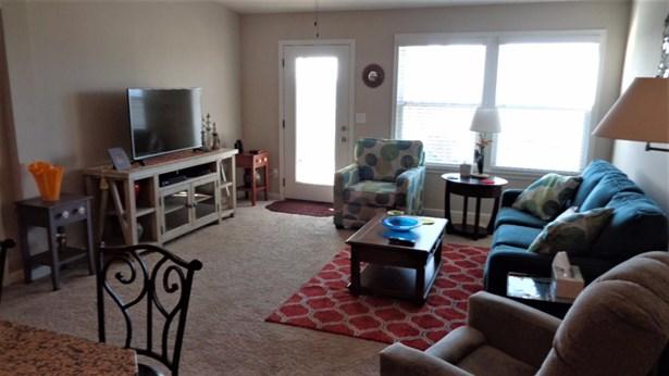 Condominium, Traditional,Ranch - Lawrenceburg, IN (photo 3)
