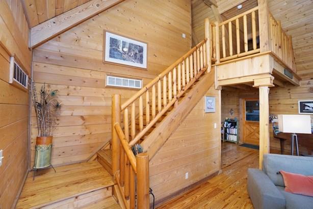 Single Family Residence, Cabin/Rustic - Harlan Twp, OH (photo 3)