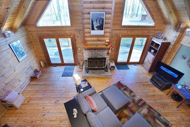 Single Family Residence, Cabin/Rustic - Harlan Twp, OH (photo 4)