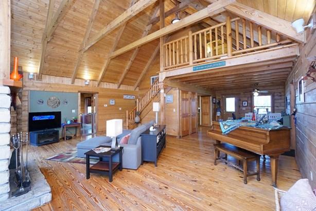 Single Family Residence, Cabin/Rustic - Harlan Twp, OH (photo 5)
