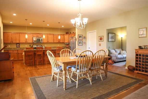 Single Family Residence, Ranch,Transitional - Miami Twp, OH (photo 4)