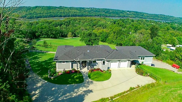 Single Family Residence, Ranch,Transitional - Ohio Twp, OH