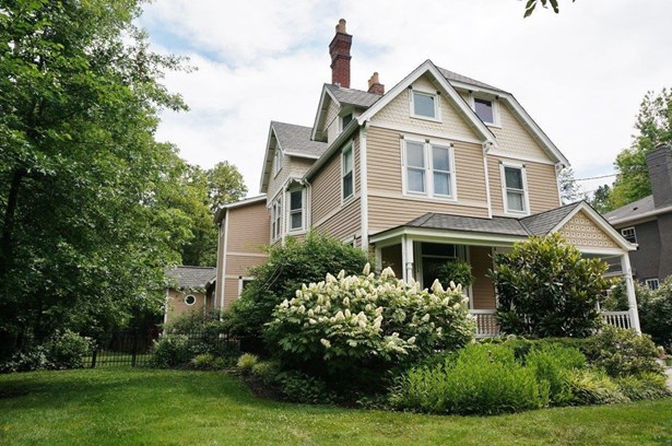 Single Family Residence, Victorian - Wyoming, OH (photo 1)