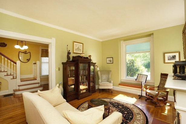 Single Family Residence, Victorian - Wyoming, OH (photo 4)