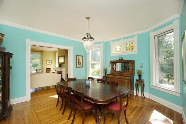Single Family Residence, Victorian - Wyoming, OH (photo 5)
