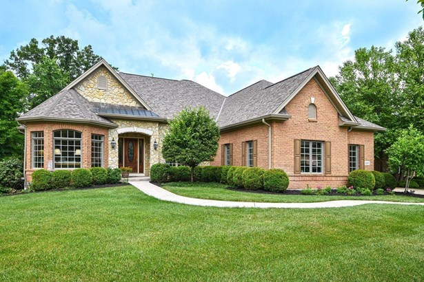 Transitional, Single Family Residence - Loveland, OH