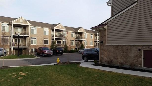Condominium, Traditional - Green Twp, OH (photo 3)