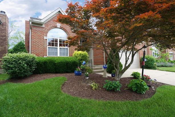 Single Family Residence, Traditional - Sharonville, OH (photo 1)