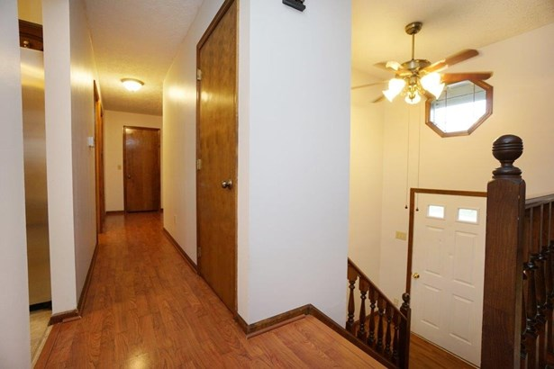 Transitional, Single Family Residence - Middletown, OH (photo 2)