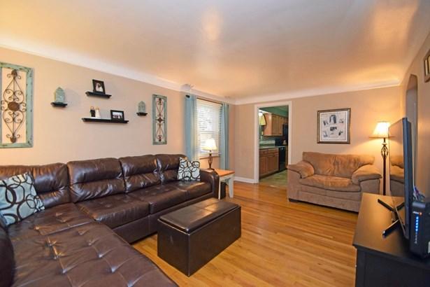 Cape Cod, Single Family Residence - Fairfax, OH (photo 4)