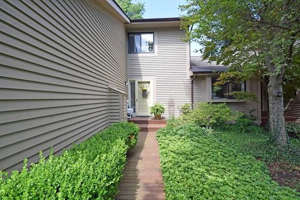 Transitional, Condominium - Milford, OH (photo 2)