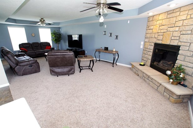 Transitional, Single Family Residence - Fairfield, OH (photo 5)