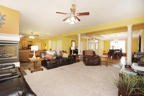 Single Family Residence, Ranch,Transitional - Hamilton, OH (photo 3)