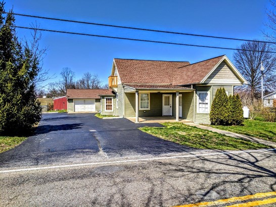 Transitional, Single Family Residence - Franklin Twp, OH (photo 1)
