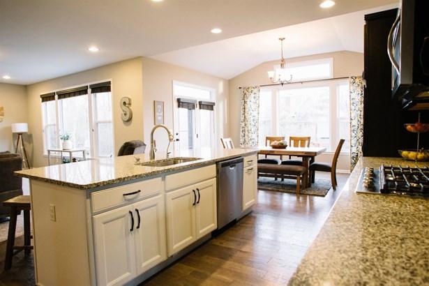 Transitional, Single Family Residence - Hamilton Twp, OH (photo 4)