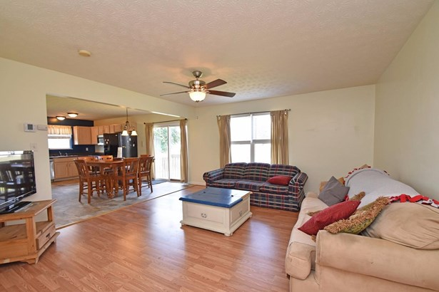 Single Family Residence, Traditional - Franklin Twp, OH (photo 4)