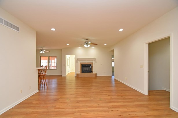 Single Family Residence, Ranch - Blue Ash, OH (photo 3)