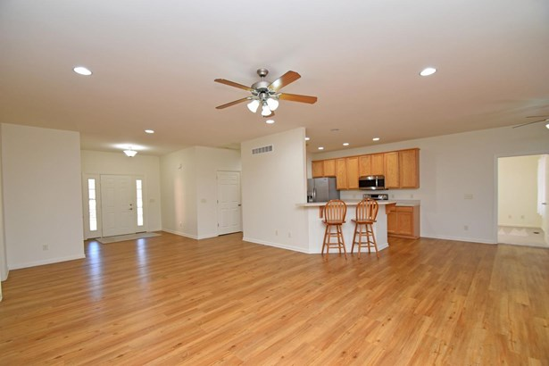 Single Family Residence, Ranch - Blue Ash, OH (photo 4)
