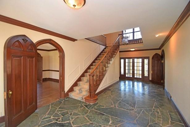 Single Family Residence, Colonial - Cincinnati, OH (photo 2)