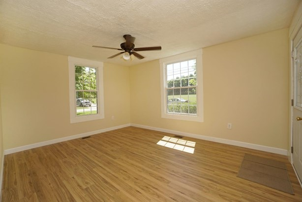 Single Family Residence, Ranch - Blanchester, OH (photo 3)