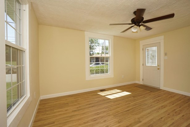 Single Family Residence, Ranch - Blanchester, OH (photo 4)
