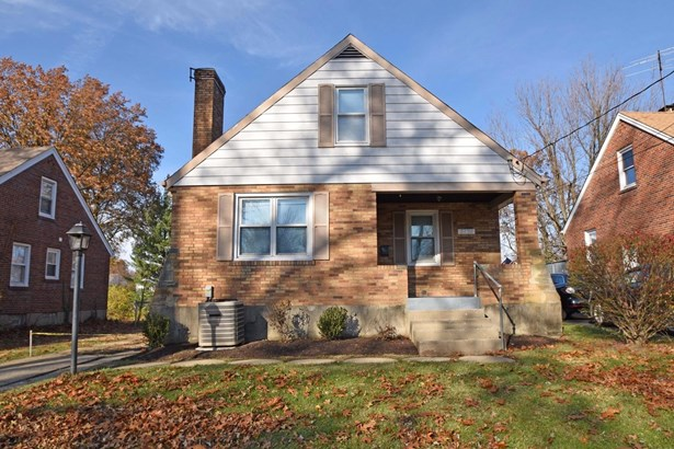 Single Family Residence, Traditional - Deer Park, OH (photo 2)