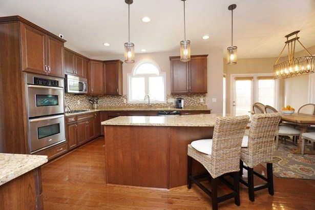 Transitional, Single Family Residence - West Chester, OH (photo 3)