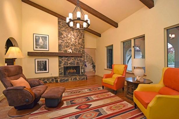 Single Family Residence, Mission - Glendale, OH (photo 5)