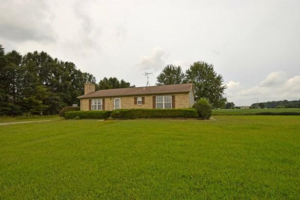 Single Family Residence, Ranch - Wayne Twp, OH (photo 2)