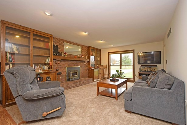 Single Family Residence, Traditional - Wayne Twp, OH (photo 3)