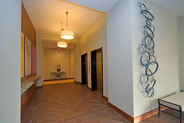 Condominium, Contemporary/Modern - Cincinnati, OH (photo 3)