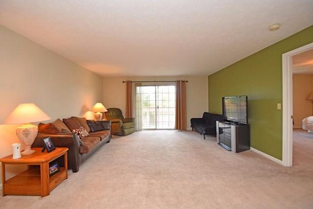 Condominium, Traditional - Green Twp, OH (photo 4)