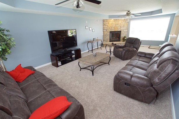 Transitional, Single Family Residence - Fairfield, OH (photo 3)