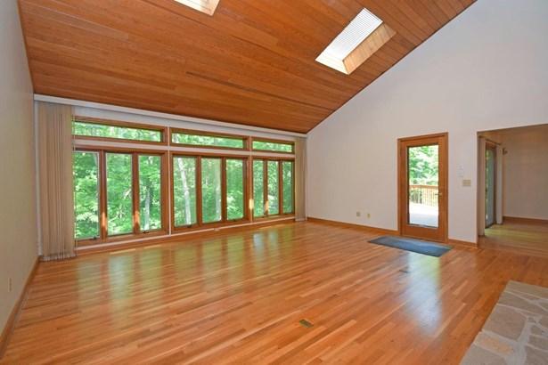 Single Family Residence, Contemporary - Sharonville, OH (photo 4)