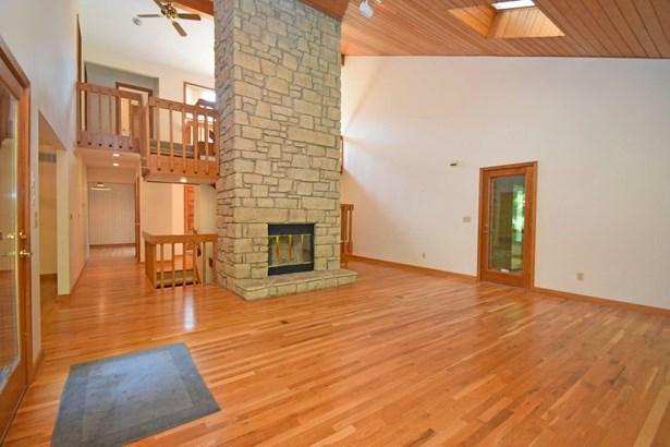 Single Family Residence, Contemporary - Sharonville, OH (photo 5)
