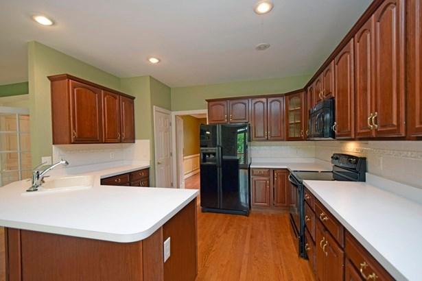 Single Family Residence, Ranch - Hamilton, OH (photo 4)