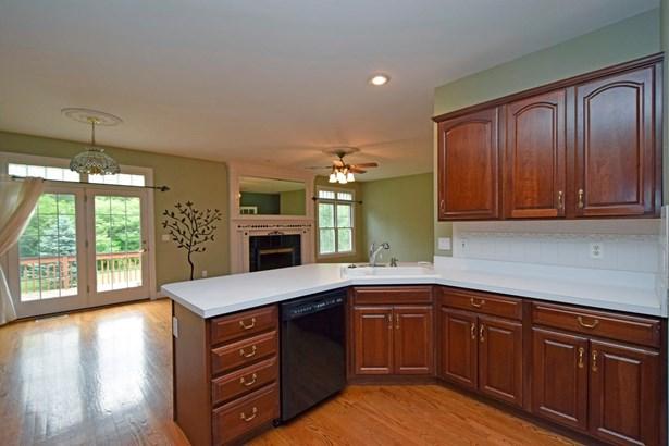 Single Family Residence, Ranch - Hamilton, OH (photo 5)