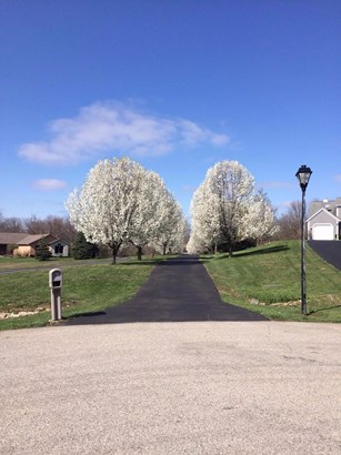 Transitional, Single Family Residence - Fairfield Twp, OH (photo 1)