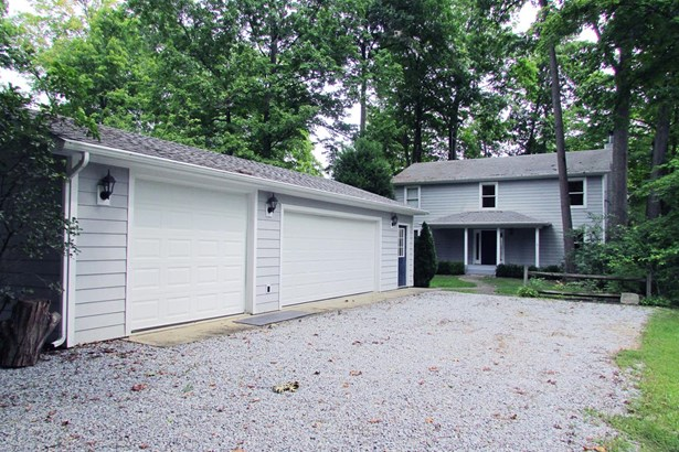 Transitional, Single Family Residence - Perry Twp, OH (photo 2)