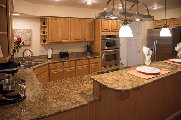 Transitional, Single Family Residence - Hamilton Twp, OH (photo 3)