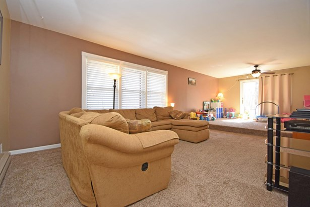 Single Family Residence, Traditional - Franklin Twp, OH (photo 3)