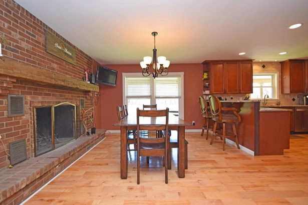 Single Family Residence, Traditional - Franklin Twp, OH (photo 5)