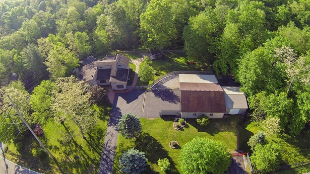 Transitional, Single Family Residence - Goshen Twp, OH (photo 1)