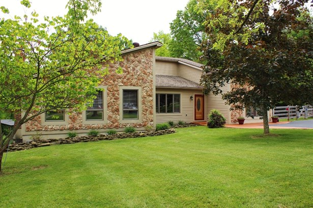 Transitional, Single Family Residence - Goshen Twp, OH (photo 2)