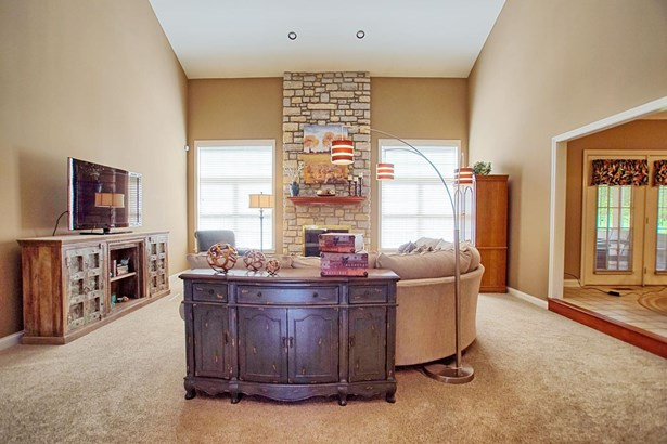 Transitional, Single Family Residence - Green Twp, OH (photo 5)