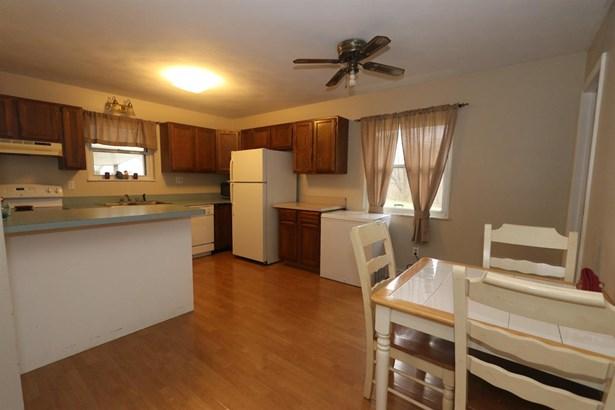 Single Family Residence, Ranch - Wayne Twp, OH (photo 4)