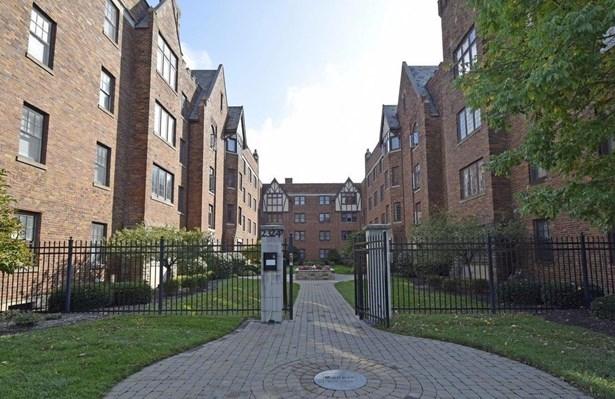 Condominium, Historical,Tudor - Cincinnati, OH (photo 1)